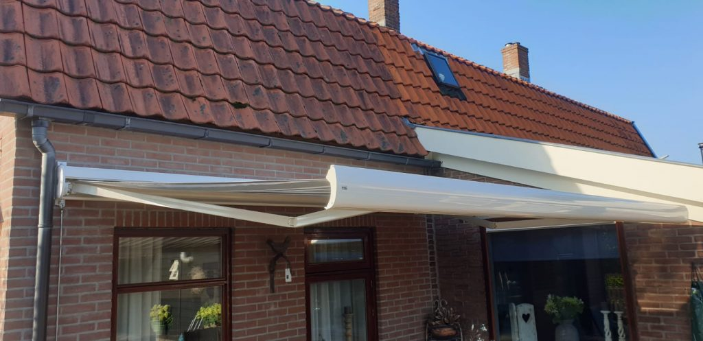 Op maat gemaakt knik arm zonnescherm | J. Meijering uit Opheusden