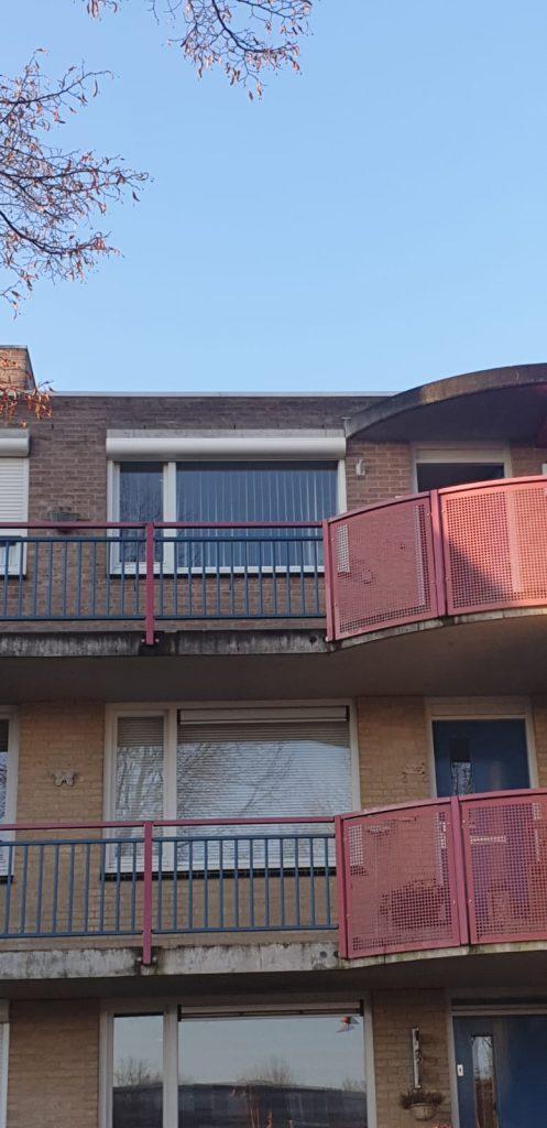 Open rolluik voor een woonkamer raam | J. Meijering Montage Opheusden