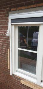 Strak ingemeten screen in een raamkozijn van J. Meijering Montage uit Opheusden.