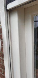 Strak ingemeten screen in een deurkozijn van J. Meijering Montage uit Opheusden.