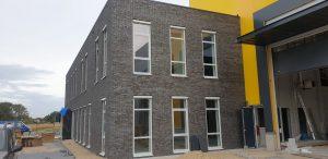 Op maat gemaakte screens op een appartementen complex in Opheusden, gemonteerd door J. Meijering Montage!