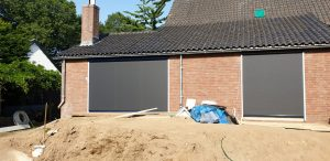 Screens voor een raam en een deur, op maat gemaakt door J. Meijering Montage uit Opheusden, Gelderland!