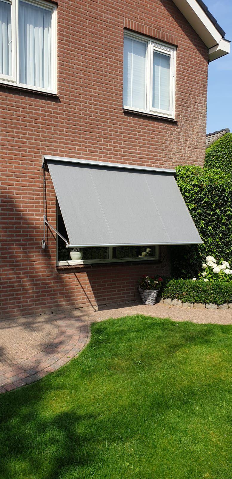 Op maat gemaakte zonnescherm   J. Meijering Montage uit Opheusden!